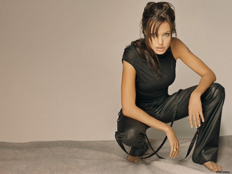 sexy-images-angelina-jolie-2701333-1600-1200[1]