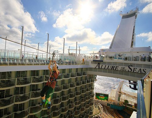 allure of the seas ship 01 Take a ride on the biggest cruise ship in the world (34 Photos)