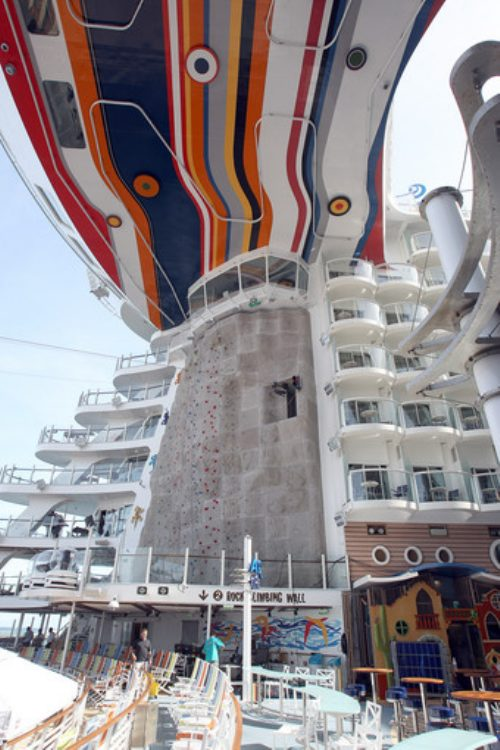 allure of the seas ship 7 Take a ride on the biggest cruise ship in the world (34 Photos)