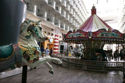 allure of the seas ship 19 Take a ride on the biggest cruise ship in the world (34 Photos)