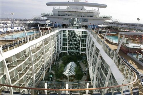 allure of the seas ship 22 Take a ride on the biggest cruise ship in the world (34 Photos)