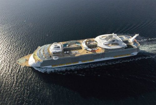 allure of the seas ship 17 Take a ride on the biggest cruise ship in the world (34 Photos)