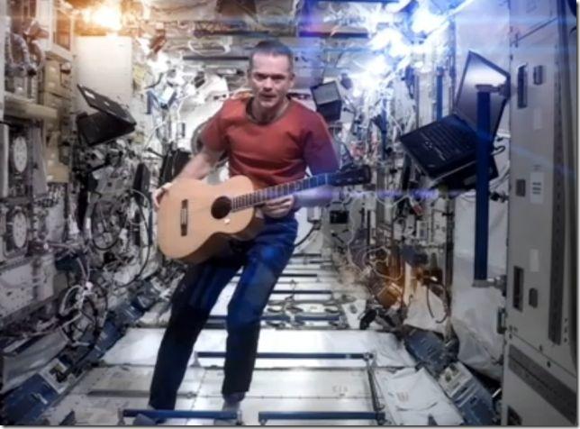 cosmonaut-primul-clip-spatiu