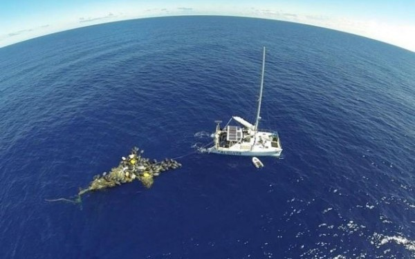 insula de plastic in Pacific